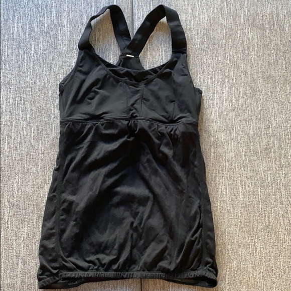 Cute Women's Lululemon tank Size 2
